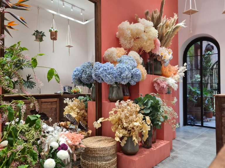 FALL IN LOVE WITH THE UNIQUE MÉTAPHORE FLOWER SHOP IN THE HEART OF HANOI